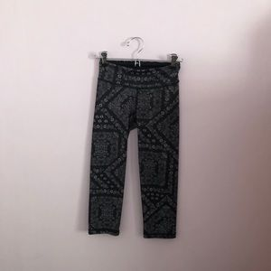 Aeropostale Paisley Cropped Work Out Leggings